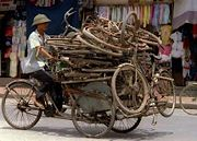 Cyclo carrying used bicycles